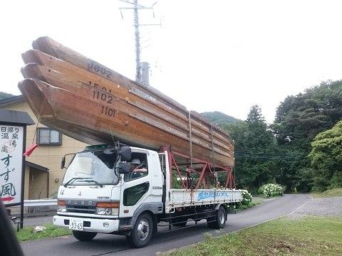 鬼怒川ライン下りの船を運ぶ車