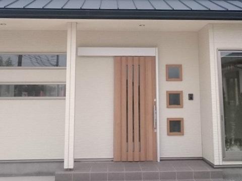 スズキハウス「シャル」の玄関引き戸