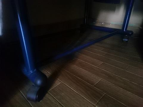 部屋の隅の光と影