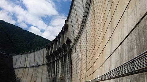ドーム型アーチ式コンクリートダムの川治ダム