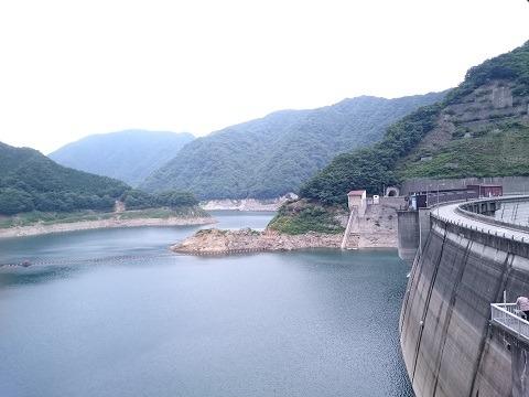 上流側のダム湖