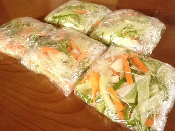 カットしてラップで包んだ野菜