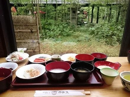 温泉宿の朝食