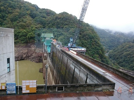 2017年10月資料室から見た工事中の五十里ダム