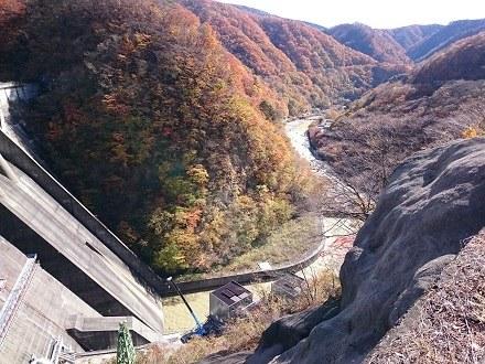 2017年11月上旬の五十里ダムの下(下流側)