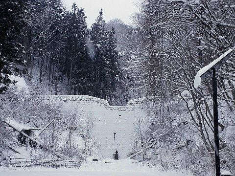 雪景色の時沢下沢砂防堰堤