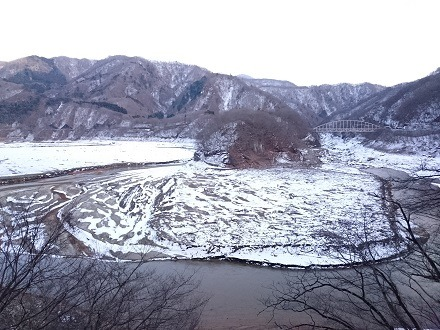 2017年12月の五十里湖、海尻橋上流