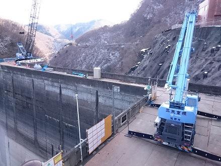 2017年12月、五十里ダムに2台のクレーン