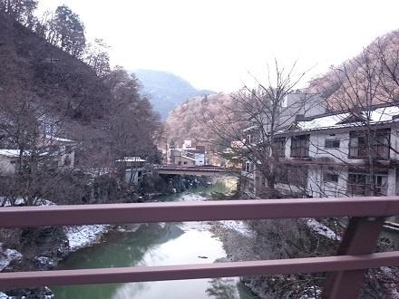 川治橋の上から見る川治温泉