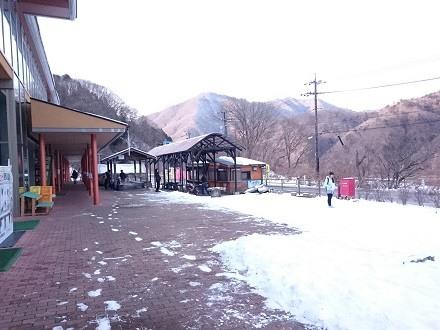 雪が積もる「道の駅 湯西川」
