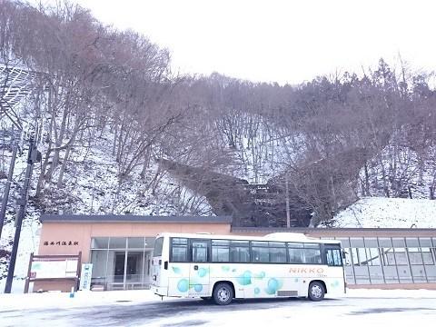 湯西川温泉駅と砂防ダム