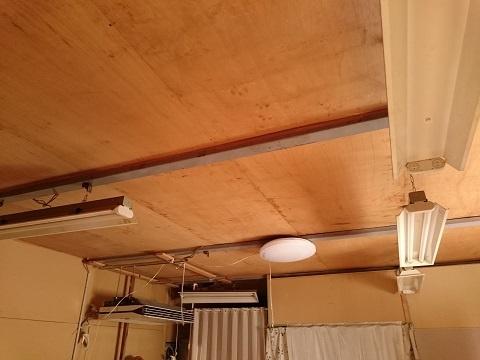 寝室の天井(倉庫の2階)
