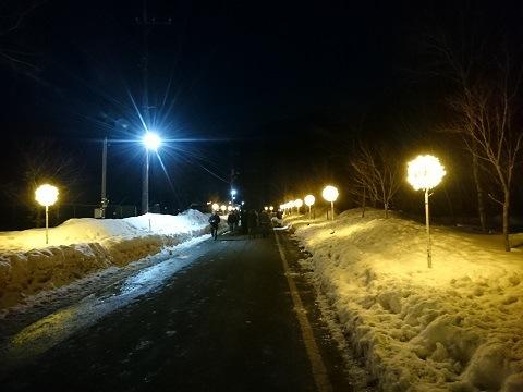 沢口河川敷ミニかまくら会場へ続く道