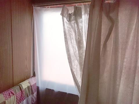 母の寝室にかけた断熱カーテンライナー