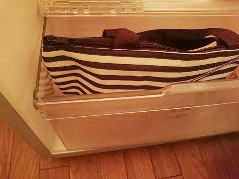 保冷バッグを冷蔵庫に入れる