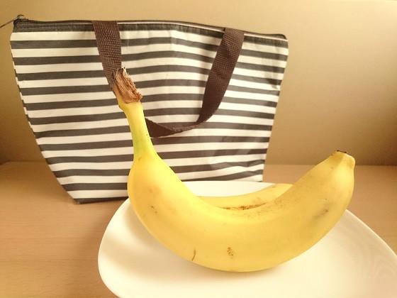 バナナと保冷バッグ