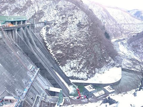 五十里ダムと下流側の雪景色