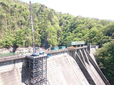 2018年4月に見た五十里ダムのクレーン