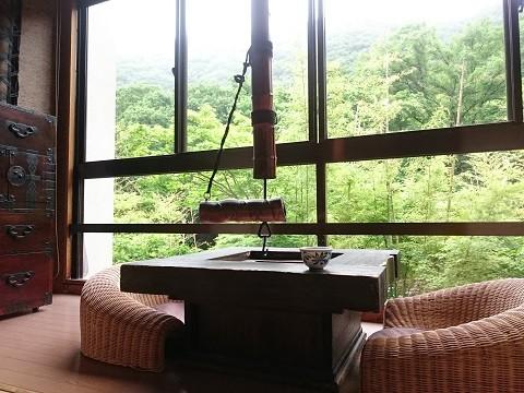 大きな窓がある湯西川温泉 揚羽(平家の庄)のお部屋
