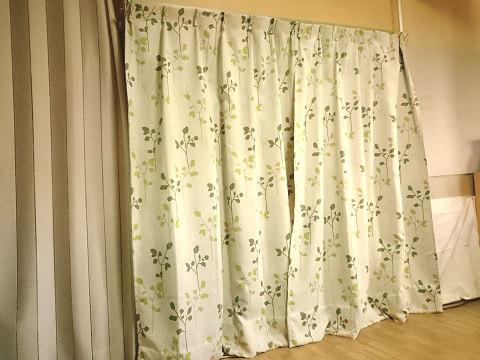 寝室と居間の仕切りに使っているカーテン