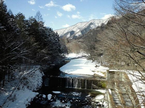 天楽堂つり橋から見た上流の風景 冬