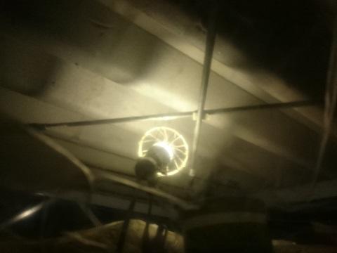 屋根裏のLEDライト