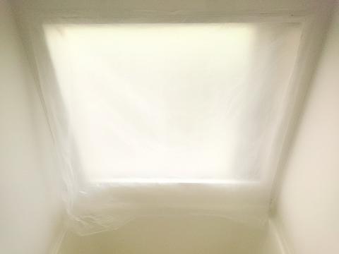 浴室にポリ袋を貼ったところ