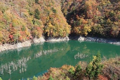 湯西川湖と紅葉