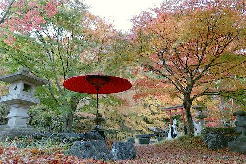 秋の庭 湯西川温泉 平家の庄