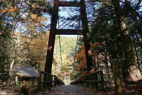 秋の天楽堂つり橋(湯西川温泉)