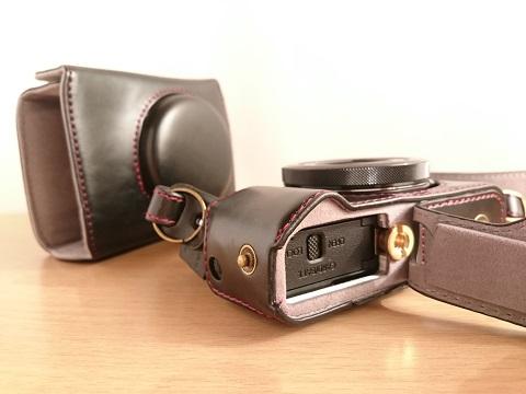 G7X Mark2カメラケースの底にあるフタ