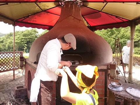 ろまんちっく村 薪窯パン焼き体験