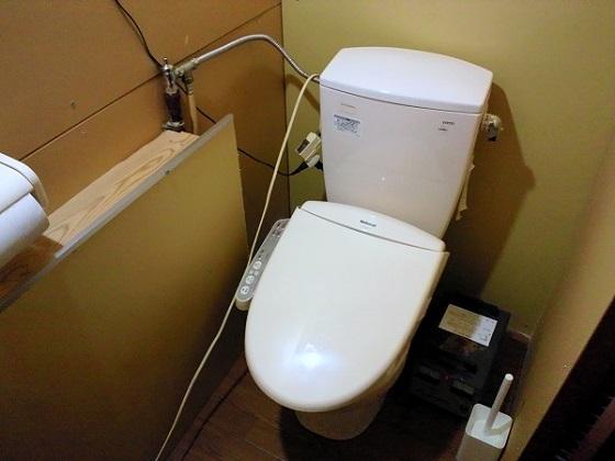夫が作った倉庫住まいのトイレ