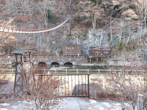 川治ふれあい公園から見る男鹿川と河川遊歩道