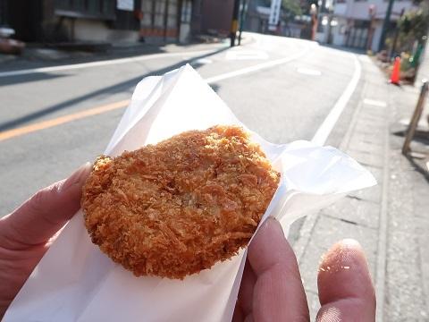 川治温泉にある坂文精肉店のキャベツメンチ