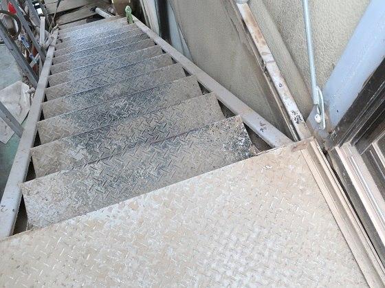 倉庫の階段