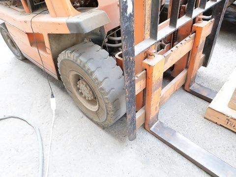 倉庫で使っているフォークリフト