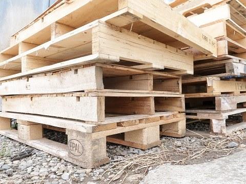 倉庫にある木製パレット