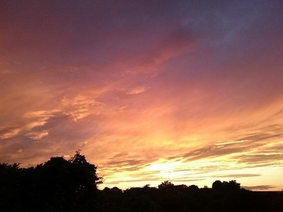 秋のある日にベランダから見た夕焼け