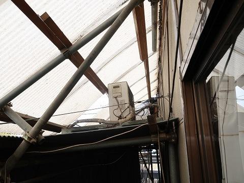 倉庫とエアコン室外機