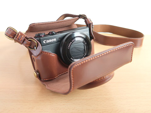 G7X MarkIIとセパレート式 首掛けカメラケース(ダークブラウン)