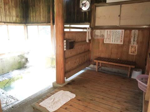 湯西川温泉 薬師の湯 脱衣所と浴室