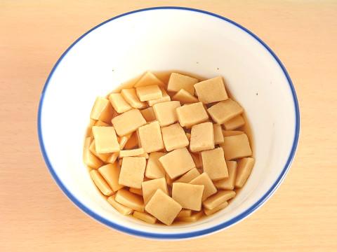 めんつゆに高野豆腐を入れて4分経過