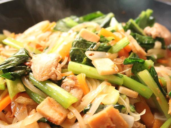 小さな高野豆腐「おいしいとうふ うすぎり」でかさ増しした野菜炒め