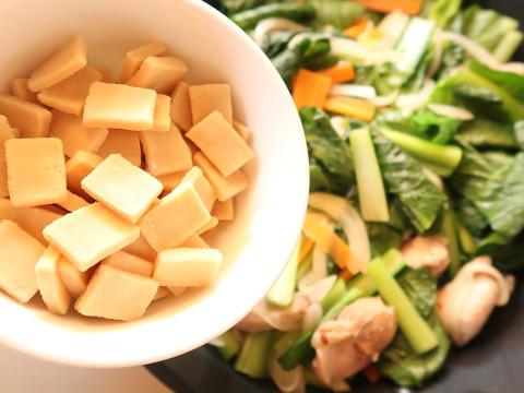 野菜炒めと高野豆腐
