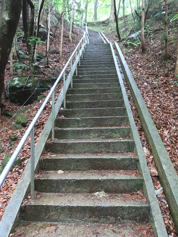 乙女の滝に続く階段 栃木県那須塩原市