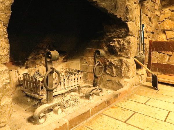 南ヶ丘牧場のお食事処 庄屋 店内の暖炉