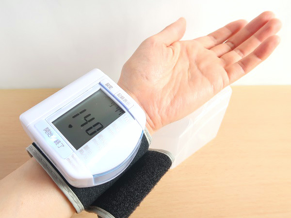手首式血圧計の測定方法
