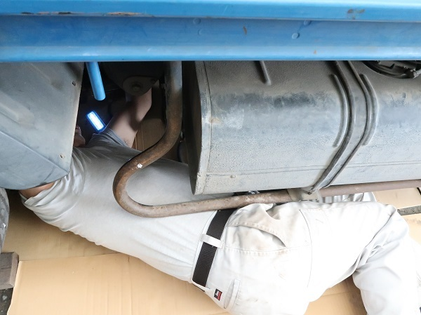 マフラー継ぎ目の水漏れ修理