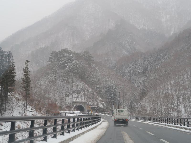 1月、雪降る湯西川